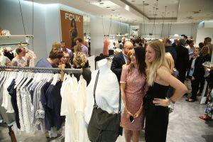 Majitelka butiku, Kristýna Stehlíková a zástupkyně značky French Connection z Anglie, Holly Roper-Newman
