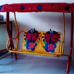 Dětská houpačka může způsobit pád dítěte
