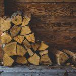 Palivové dřevo se vyznačuje vysokou výhřevností a příznivou cenou