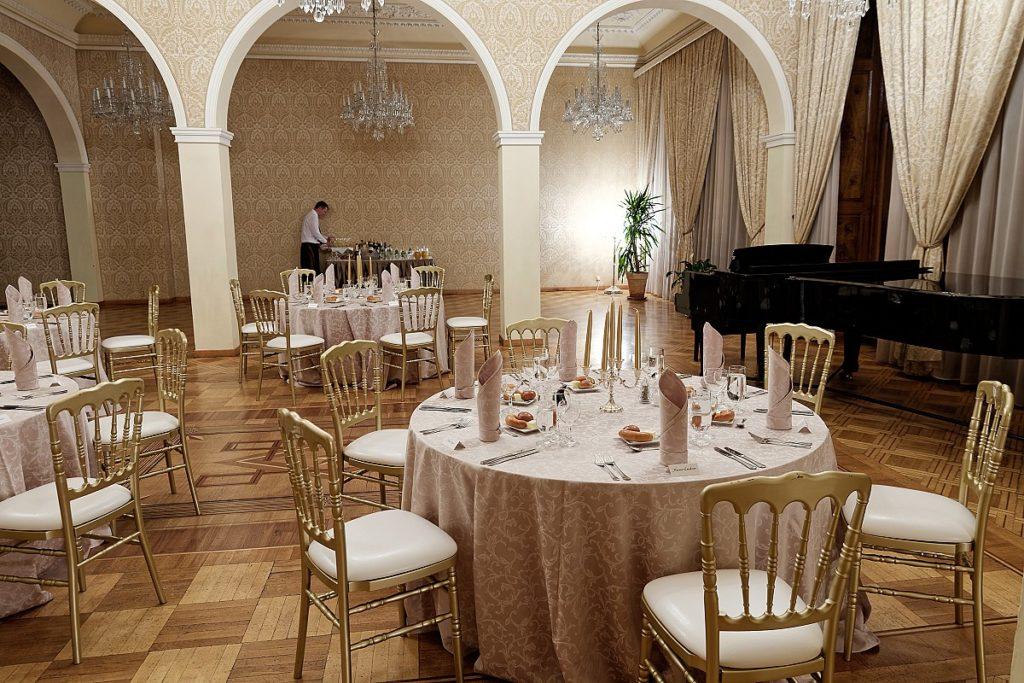 Gala večeře na Malé Straně