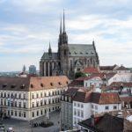 Prodeje bytů v Brně váznou, což při průměrné ceně 55 tisíc za m2 asi příliš nepřekvapí. Citelný nedostatek je pak hlavně bytů menších a levnějších
